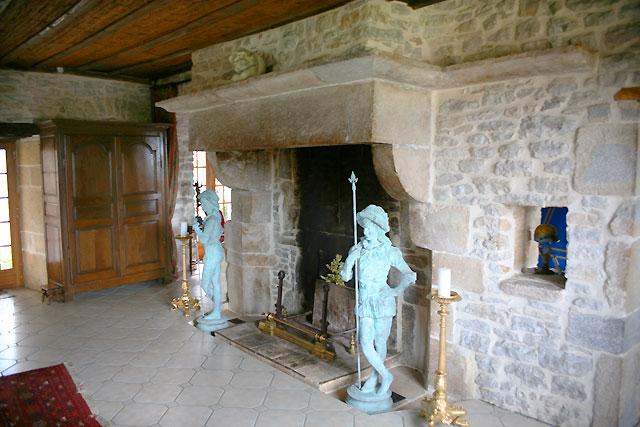 ancienne bâtisse dont l'origine remonte à la fin du XVème siècle et dans laquelle ils proposent 3 chambres aménagées