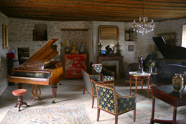 le s jour et la salle de musique manoir saint pierre manoir saint pierre. Black Bedroom Furniture Sets. Home Design Ideas